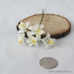 Цветы бумажные мальбери ЛИЛИИ БЕЛЫЕ 2см 5шт
