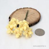 Цветы бумажные мальбери КУДРЯВЫЕ НЕЖНО-ЖЕЛТЫЕ 2,5см 5шт